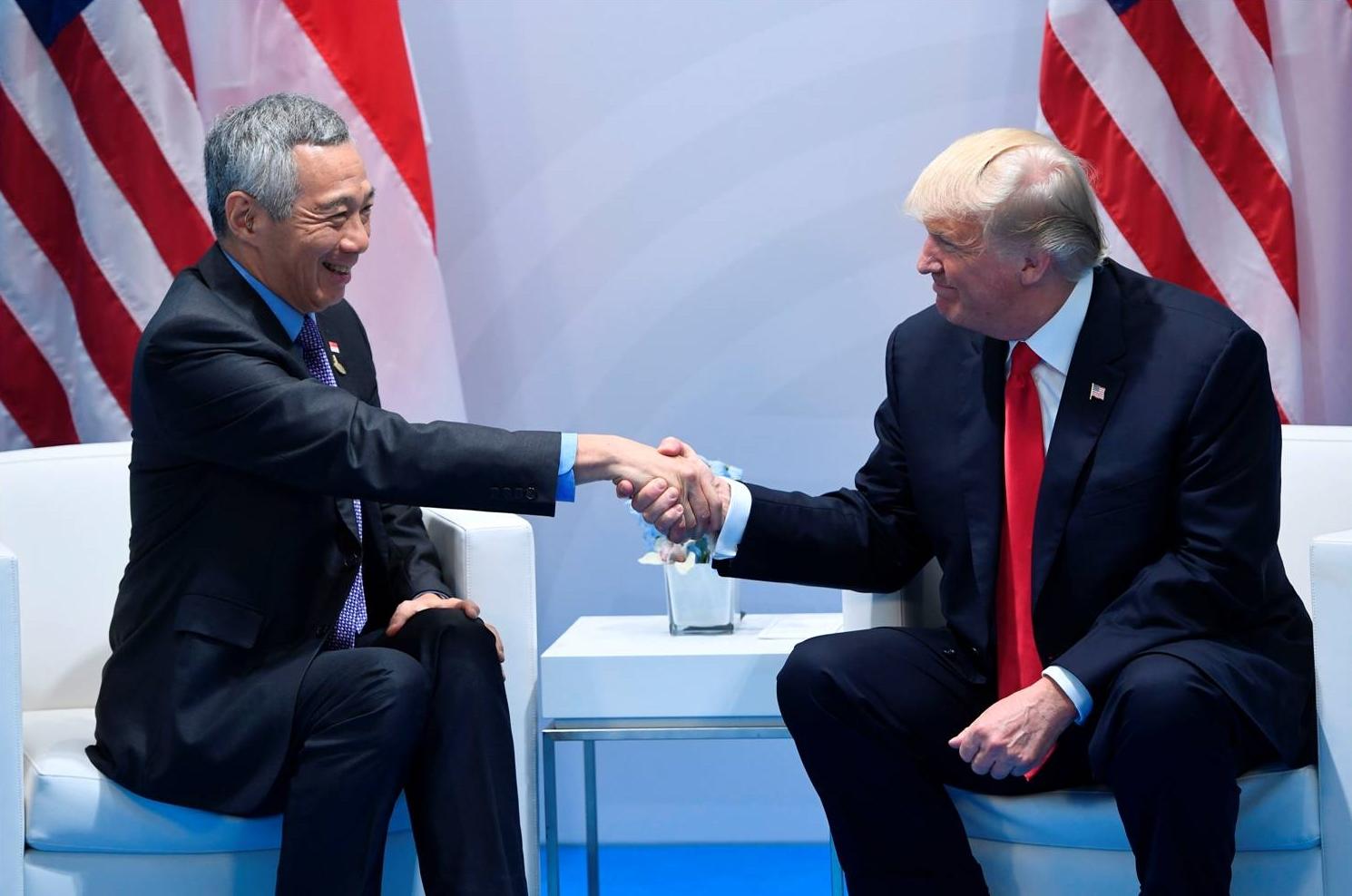 trumplee-handshake